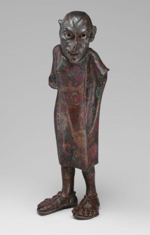 Alguns estudiosos acreditam que essa estátua de 10 cm de altura, retrata um ator de mímica. Cerca de 2 a.C. MET. N° 12.229.6