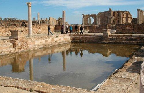 Ruínas das Termas de Adriano em Lepcis Magna, Líbia.