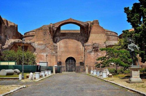 Ruína das Termas de Dioclesiano em Roma.