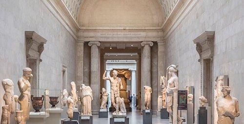 Estátuas da Galeria Mary e Michael Jaharis do Museu Metropolitano de Nova York.
