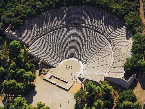 Teatro grego de Epidauro, construído no século 4 a.C.