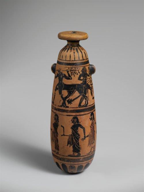 Alabastro (vaso de perfume) do século 6 a.C. 18 cm de altura. MET. N° 1981.11.7