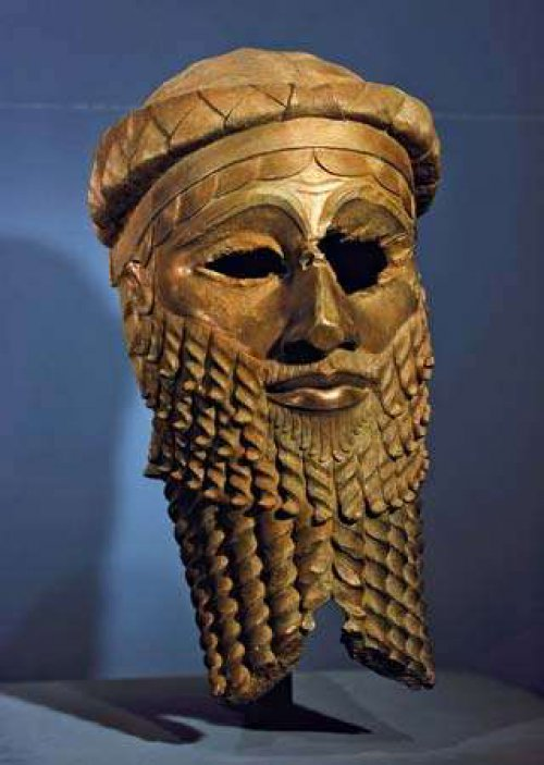 Busto de cobre, possivelmente retratando Sargão. Museu Arqueológico do Iraque.