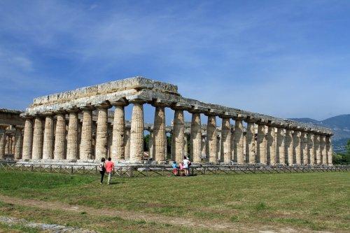 Ruínas de um templo grego em Paestum, na Itália.