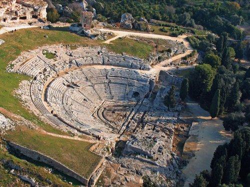 Teatro grego de Siracusa, uma colônia grega na Sicília.