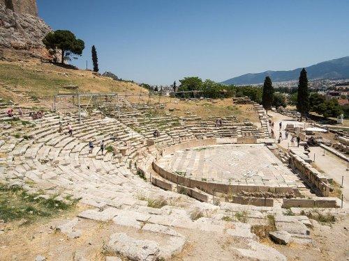 O teatro de Dionísio, na encosta sul da Acrópolis de Atenas, é o teatro mais antigo do mundo.