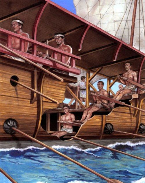 Recorte de um trirreme grego mostrando a posição dos remadores. Ilustração moderna de Peter Bull.