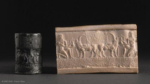 Selo cilíndrico de Ibni-Sharrum, escriba do rei Shar-kali-Sharri. Cerca de 2350-2000 a.C. Museu do Louvre, N° AO 22303.